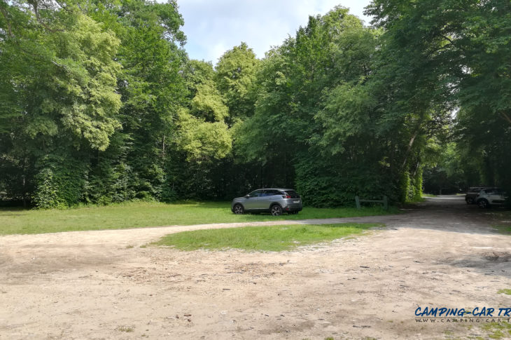 aire stationnement camping car Chantilly Oise