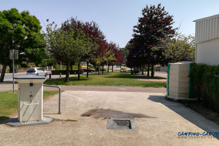 Saint-Nicolas d'Aliermont aire de services pour camping car de Saint-Nicolas d'Aliermont en Seine-Maritime Normandie