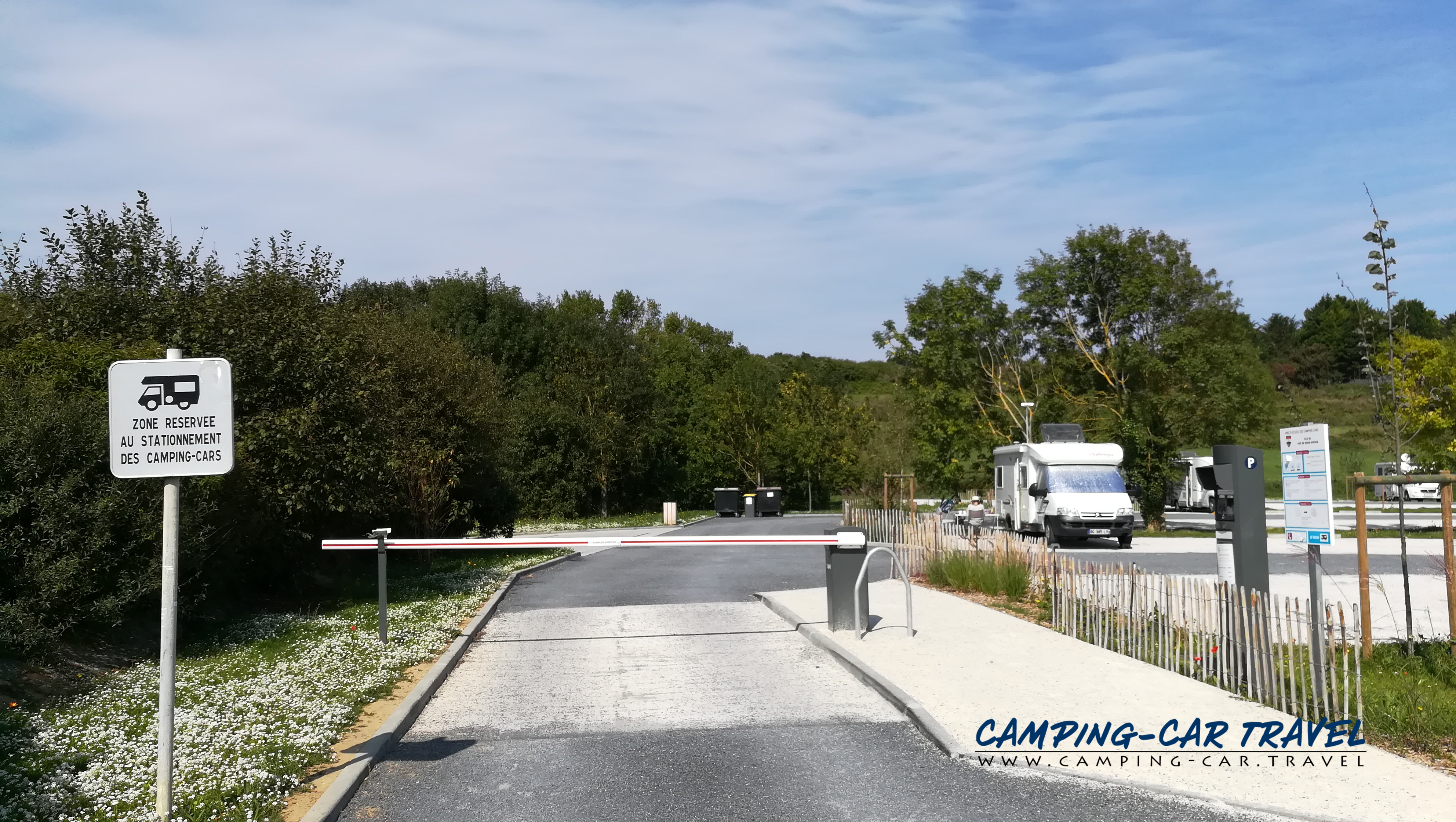 aire services camping cars Port-en-Bessin-Huppain Calvados Normandie
