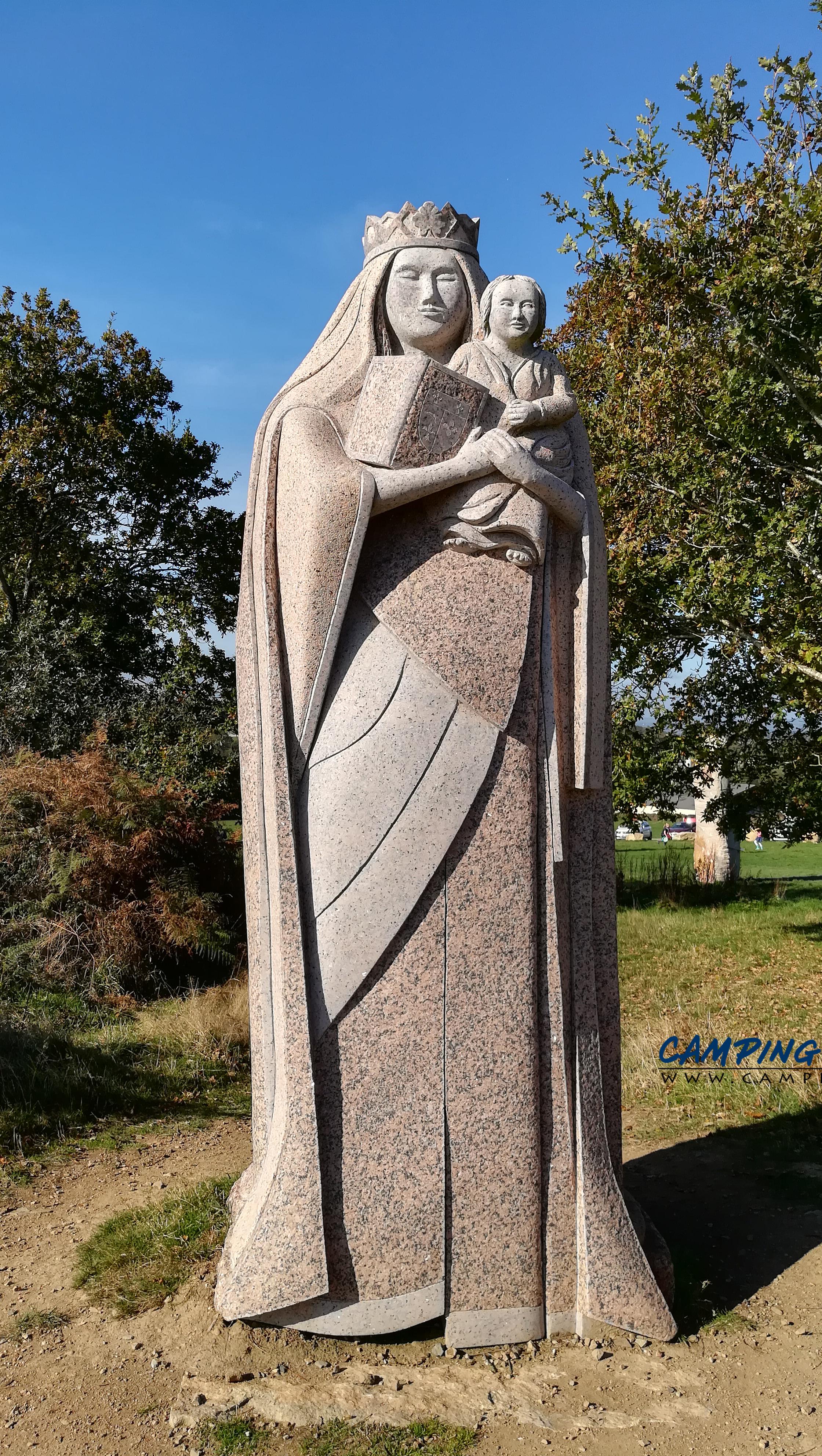 statues la vallée des saints colline de Quenequillec Finistère Bretagne