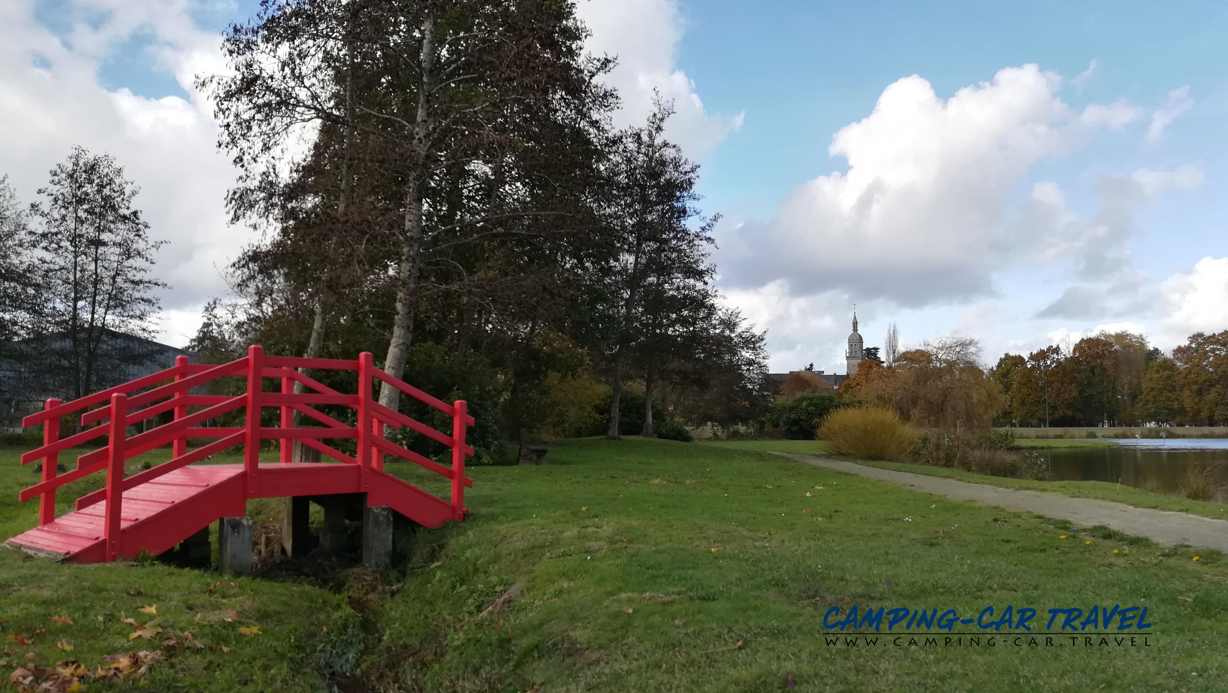 aire de services camping-cars Saint-Caradec Côtes-d'Armor Bretagne