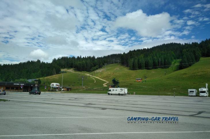 stationnement gratuit camping-car Combe-du-Lac Jura Franche-Comté