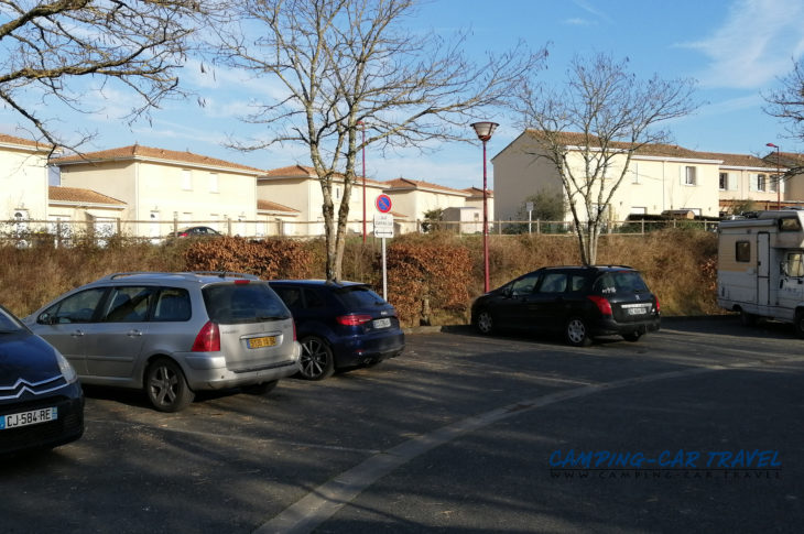 aire services camping car Créon Gironde Aquitaine