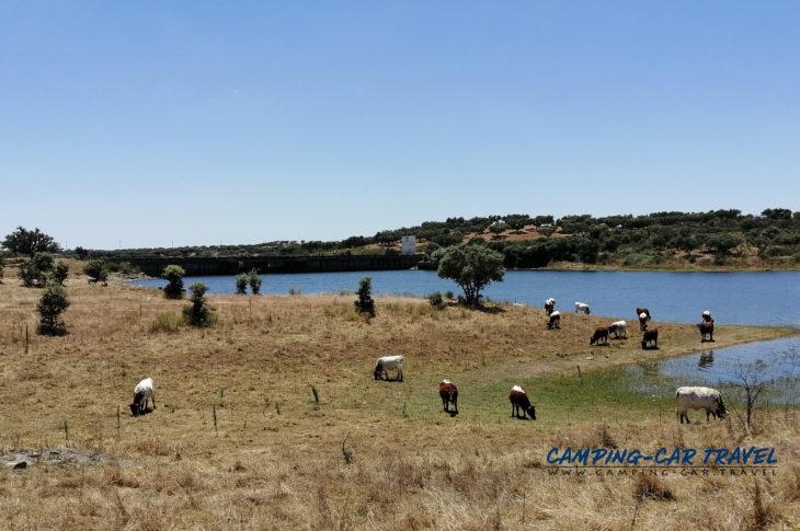 stationnement camping car gratuit barragem de monte novo portugal