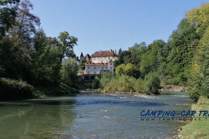 aire de services pour camping-cars de Sauveterre de Béarn dans les Pyrénées Atlantiques en France